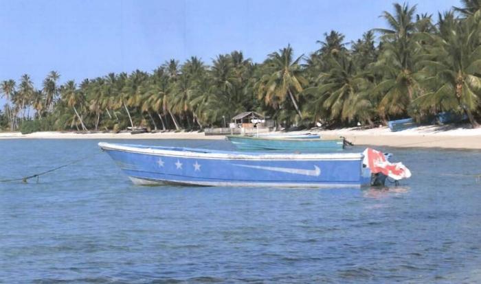 Моторную лодку без людей прибило к отдаленному тихоокеанскому острову с кокаином на 80 миллионов долларов