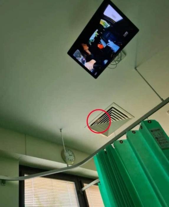 Женщина замечает «лицо призрака с двигающимися глазками», которое заглядывало в палату через решётку вентиляции в больнице