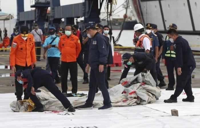Причиной крушения Boeing 737-524 в Индонезии скорей всего стала высокая турбулентность