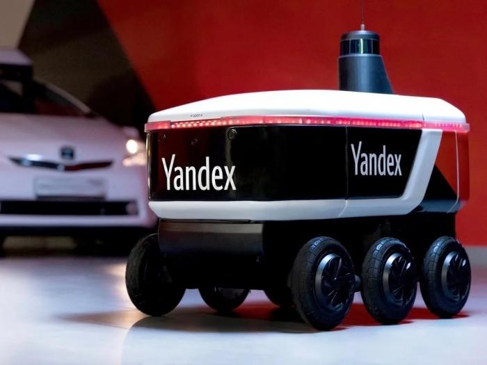 Яндекс то ли стал сам выпускать, то ли закупил самодвижущихся роботов для доставки Яндекс-еды
