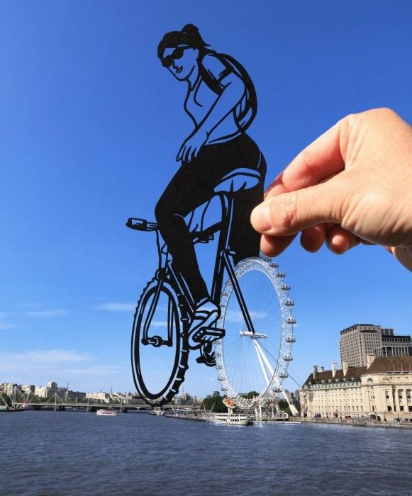 Лондонское колесо обозрения превратилось в велосипедное колесо, а мост Альберт-Бридж также был привязан к смешному фото