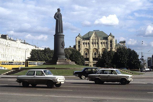 Власти Москвы прервали сфальсифицированное голосование за памятник на Лубянке