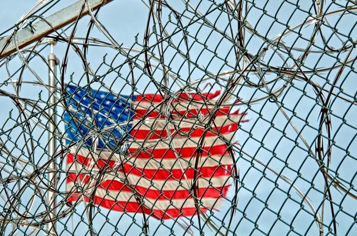 Поступь демократии: в США запрещают аббревиатуры из-за того, что способность их расшифровывать -