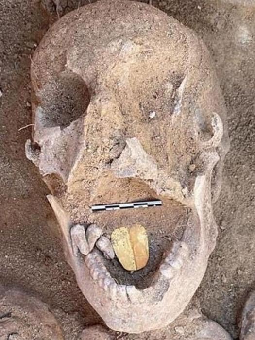 Древнеегипетская мумия, найдена с языком из золота, «который все еще блестит» через 2000 лет