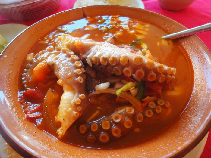 Секрет японского блюда «Танцующий кальмар», в котором находится безголовый кальмар, извивающийся в вашей тарелке