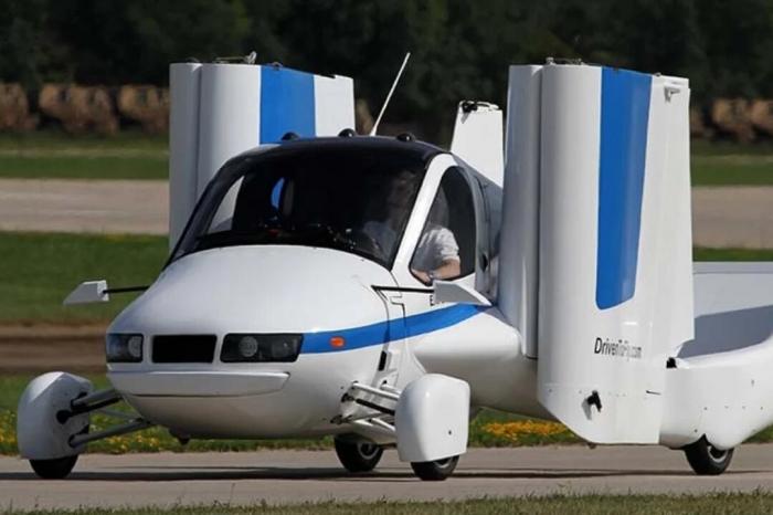 Первая в мире летающая машина может двигаться на скорости 160 км в час и подниматься до высоты 3000 метров, признана годной для полётов