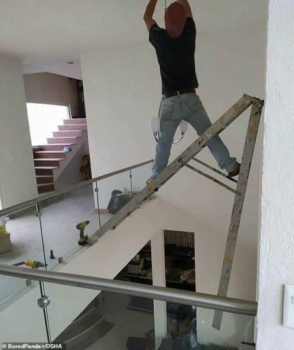 Шокирующие фото показали безрассудство рабочих, которые даже не думают о своей безопасности