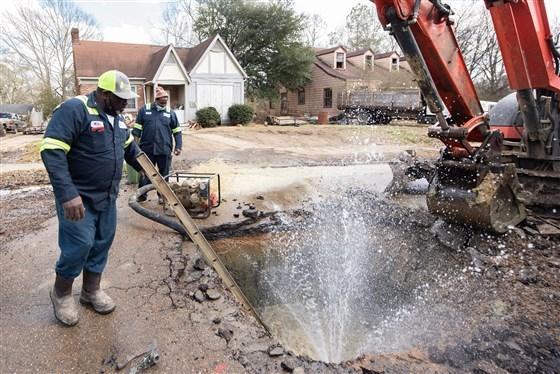 Водный кризис Америки: множество людей больше месяца лишены питьевой воды
