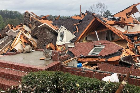 Унесенные ветром: ветер в Алабаме оставил 50 тыс. человек без крова