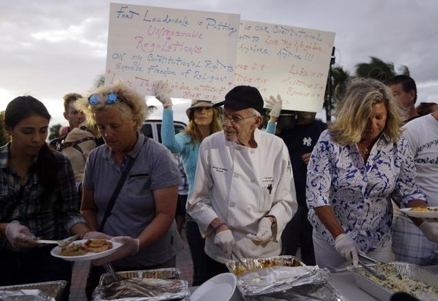 Повар из Флориды арестован за помощь бездомным