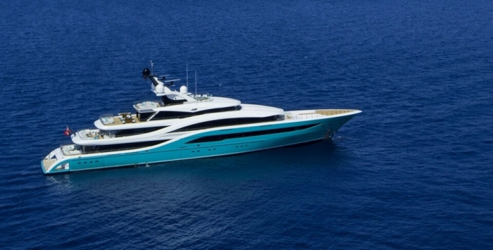 Шокирующий момент 72-метровая супер-яхта ценой в десятки миллионов долларов врезалась в причальную стенку