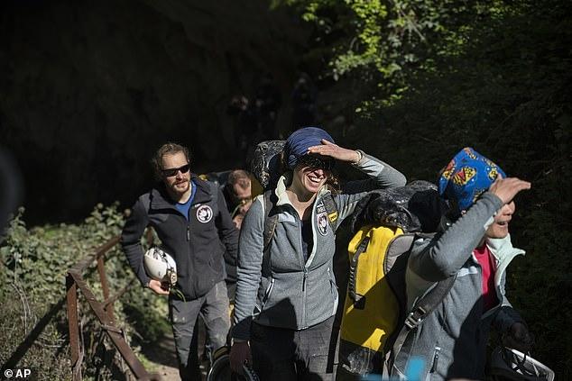 Пятнадцать добровольцев закончили эксперимент по изоляции во французской пещере, пробыв под землёй 40 дней