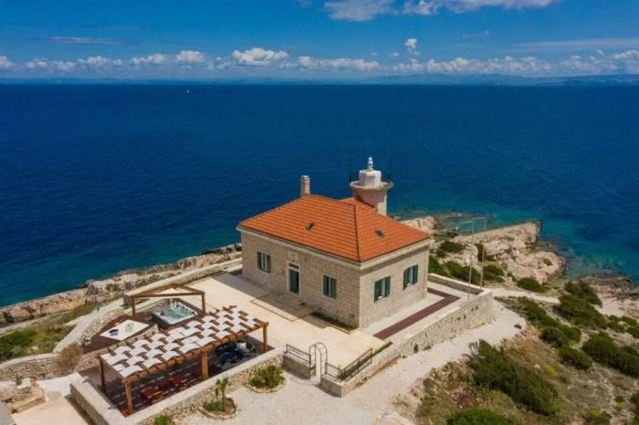 Частные острова, которые вы можете арендовать во Франции, Испании и Греции всего за 12 фунтов стерлингов в сутки