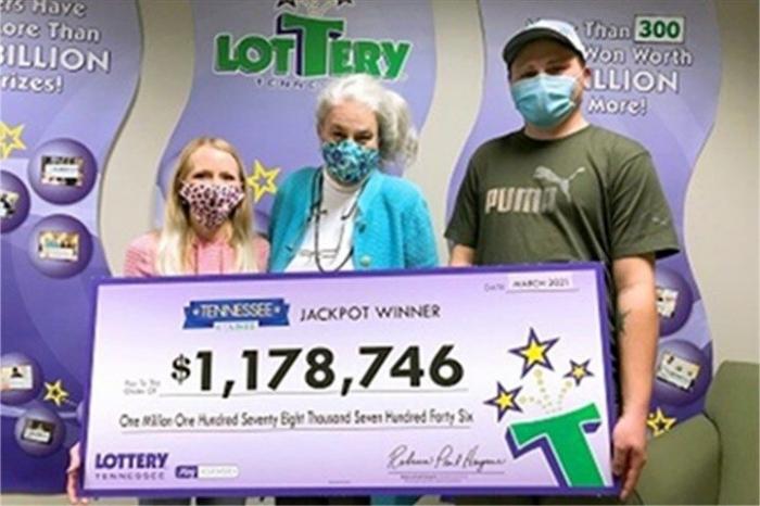 Мужчина из Теннесси нашёл свой потерянный лотерейный билет на 1 миллион долларов на стоянке