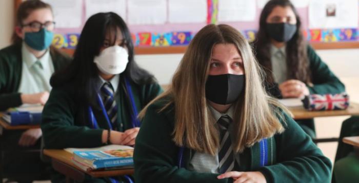 Демократическая диктатура: немецкий судья разрешил не носить маски в школах и попал за это под следствие