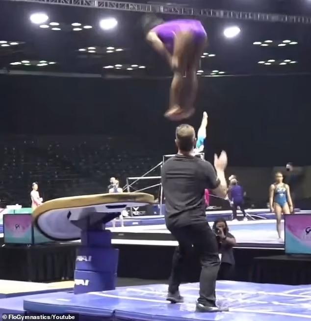 Гимнастка Симона Байлз выполняет «сумасшедший» прыжок, который ни одна спортсменка никогда не совершала