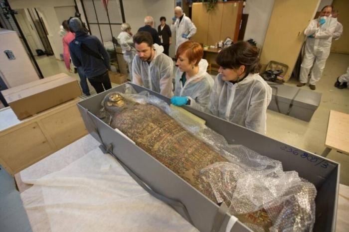 Впервые египетская мумия, которой 2000 лет оказалась беременной женщиной