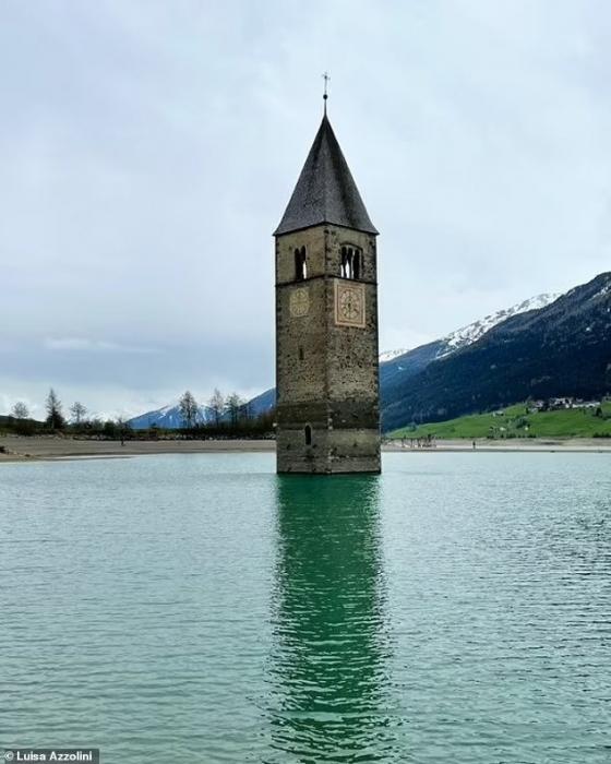 Затонувшая деревня появляется из итальянского озера через 71 год после того, как она ушла под воду из-за создания гидроэлектростанции