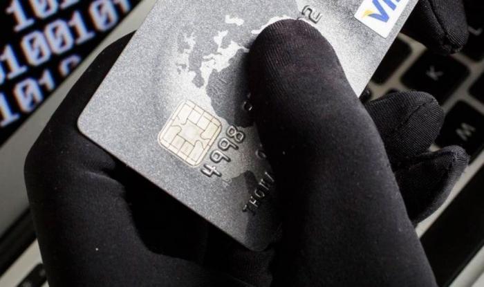 Мошенники изобрели новую схему обмана: переводят на карту деньги
