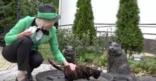 Женщина получила работу Начальницы всех кошек в городе в России