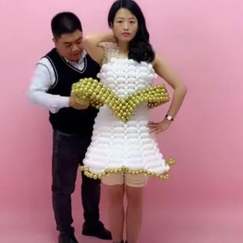 Дизайнер из Китая создаёт платья из воздушных шаров