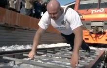 Российский тяжелоатлет «человек Гора» тянет 218-тонный поезд в невероятном фильме