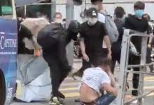 Гонконгские протестующие избили юриста
