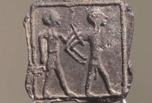 6-летний мальчик очень удивился, когда нашел 3500-летнюю глиняную табличку в походе со своими родителями