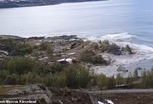 Огромный оползень уносит восемь домов в море в Норвегии, так как огромный кусок побережья слизнуло в воду