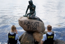 Известная статуя Русалочки в Дании была опять испорчена надписью «рыба ты расистская», напыленная из баллончика