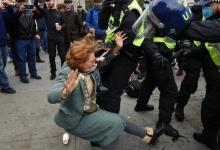 Пытки, боль и немного надежды: мирный протест в Лондоне привёл к ранению полицейских