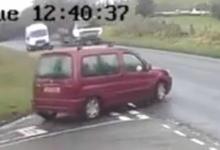 Страшно! Водитель фургона был вынужден свернуть с дороги, когда машина стала выезжать перед ним на перекрестке