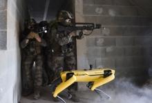 Робот-собака, созданный компанией Boston Dynamics, тестируется французской армией на боевых учениях