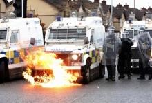 Революционеры Белфаста устроили уже несколько ночей хаоса местной полиции. Дедушка Бидон усиливает давление на правительство Англии
