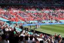 Болельщик упал с верхнего яруса трибуны во время матча Евро-2020 на «Уэмбли»