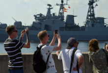Главный военно-морской парад завершился в Петербурге и Кронштадте