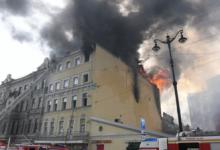 Площадь пожара в жилом доме в Петербурге выросла до 1500 квадратных метров