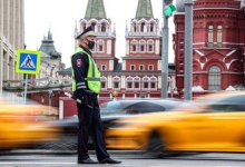 Отмена техосмотра для ОСАГО, заселение в отели и база водителей такси: что изменится в жизни россиян в августе