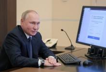 Песков прокомментировал несовпадение даты на часах Путина с днём голосования