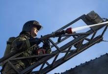 Спасатели локализовали пожар в ангаре в Петербурге